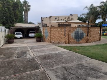 FAMILY FRIENDLY HOUSE FOR SALE IN FOCHVILLE