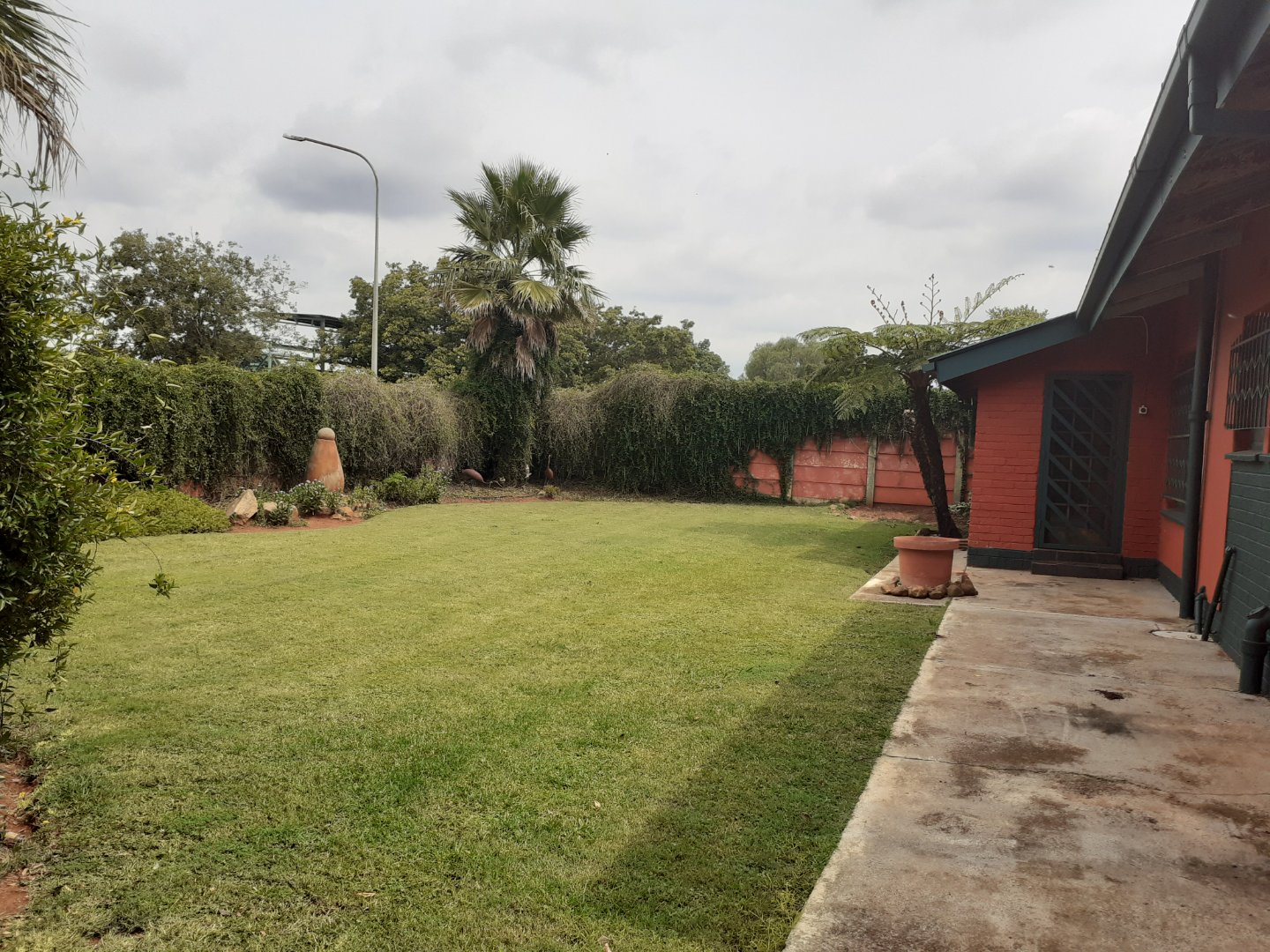 3 BEDROOM HOUSE, A POOL AND A FLATLET FOR SALE IN CARLETONVILLE