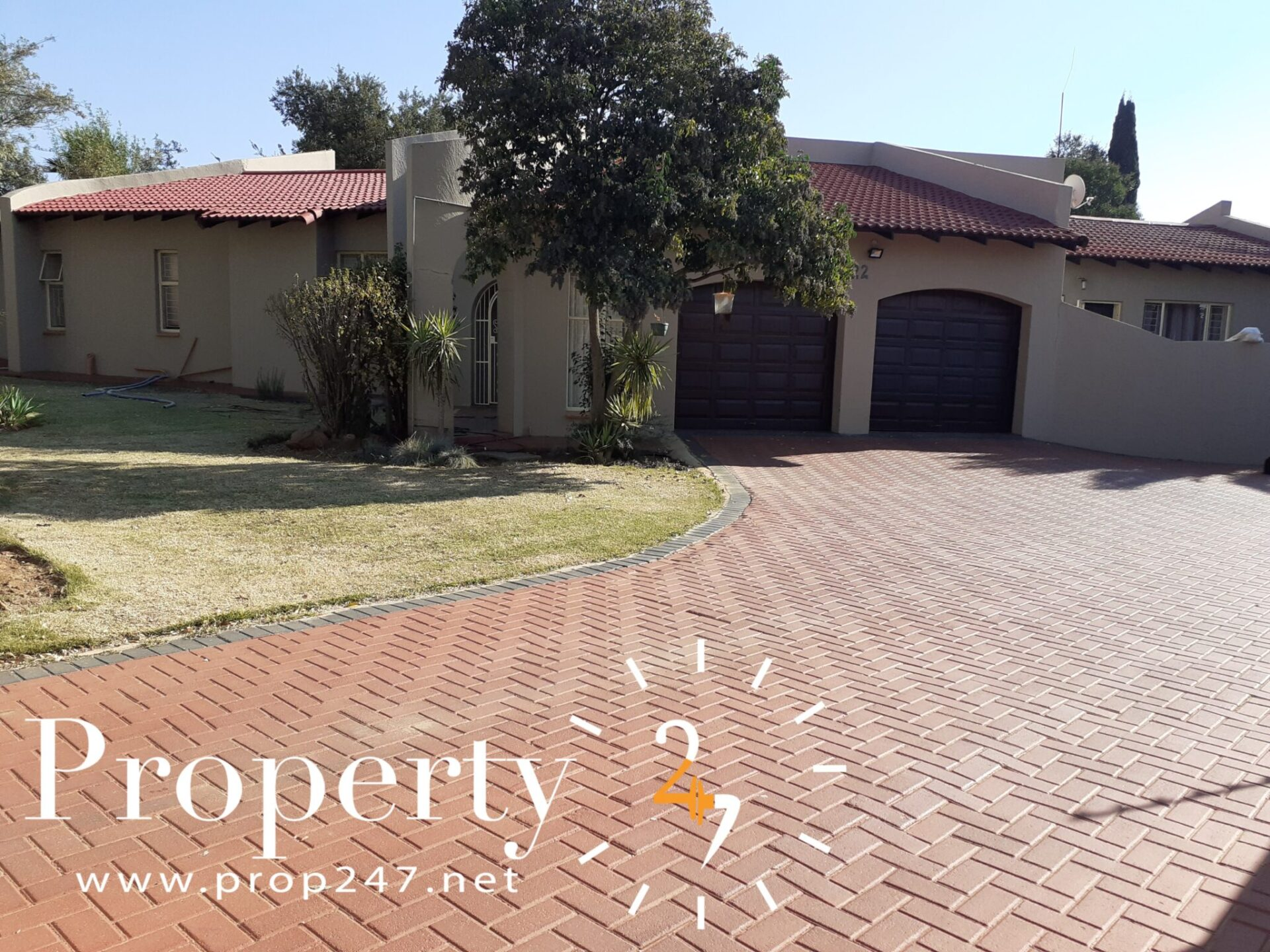 4 BEDROOM HOUSE WITH A POOL FOR SALE IN FOCHVILLE